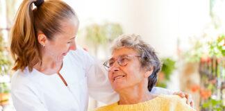 cuidadora de adulto mayor cuidadora domiciliaria elderly lady caregiver home care