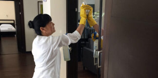 mucama empleada para limpieza de habitaciones maid cleaning staff cleaning lady employed to clean rooms