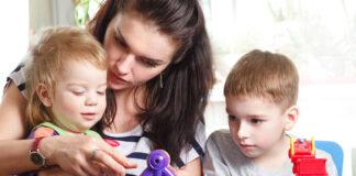 niñera empleada para cuidado de niños en casa de familia babysitter employed for family child care nanny canguro niñera externa