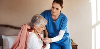 eldery woman caregiver nursing home senior Asistentes Gerontológicas, Auxiliares de Enfermería y Enfermeras Gerontological Assistants, Nursing Assistants and Nurses