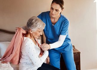 eldery woman caregiver nursing home senior Asistentes Gerontológicas, Auxiliares de Enfermería y Enfermeras Gerontological Assistants, Nursing Assistants and Nurses