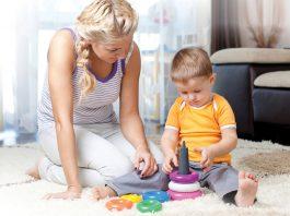 niñera cuidadora de niños empleada para cuidado de bebe babysitter employed for baby care