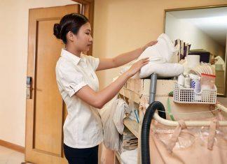 personal de limpieza y mantenimiento cleaning and maintenance staff