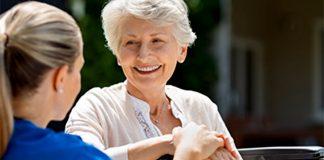 cuidadora domiciliaria cuidadora de personas mayores y pacientes en domicilio home caregiver caregiver for the elderly and patients at home