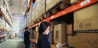 warehouse operator moza de almacen mozo de almacen operarias y operarios de carga y descarga operators and loading and unloading operators