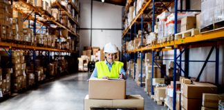 Warehouse operator packers personal masculino y femenino male and female staff empacadores