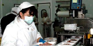 tareas manuales en línea de producción food industry production operators packers warehouse operator production operator