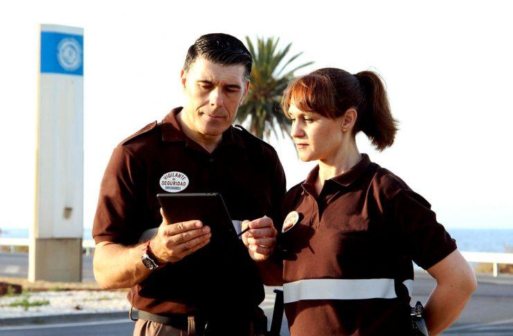 vigilante de seguridad masculino y femenino male and female security guard vigiladora vigilador