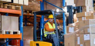 carretillero mozo de almacen operarios de carga y descarga warehouse worker loading and unloading operators
