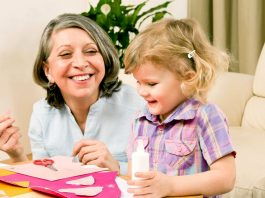 cuidadora de niños empleada para cuidado de niños niñera medio tiempo babysitter employed for babysitting part-time babysitter baby sitter impiegata per baby