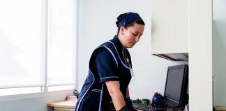 empleada de limpieza operaria de limpieza cleaning lady limpieza de oficinas office cleaning part time