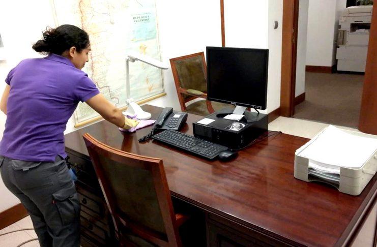 personal de limpieza y mantenimiento de oficinas y consultorios office and office cleaning and maintenance staff personale addetto alla pulizia e alla manutenzione di uffici e uffici