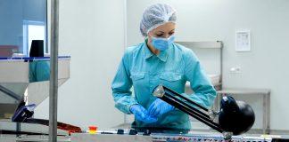pharma worker woman mujer trabajadora farmacéutica o`perario de producción para laboratorio production operators