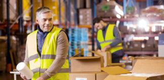 Envases y embalajes trabajadores para area de producción empresa fabricante de dispositivos médicos Containers and packaging workers for production area company manufacturer of medical devices