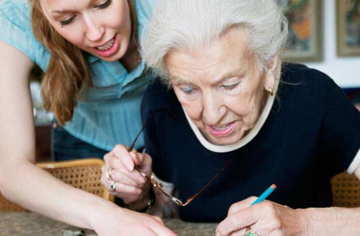 cuidadora de adultor mayor home care asistente de geriatría geriatric assistant gerocultora carateker cuidadora domiciliaria