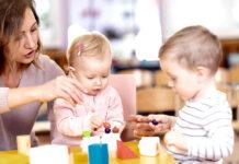 niñera canguro cuidadora de niños babysitter nanny empleada del hogar