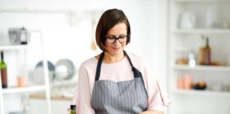 ama de casa cocinando señora para cocina en casa de familia housewife cooking lady for kitchen in family home