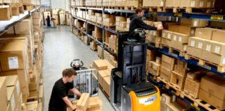 operario de descarga y carga loading and unloading operator warehouse operator mozo de almacen