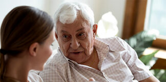 cuidadora de adulto mayor health asistant