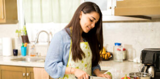 empleada del hogar para limpieza y cocina en casa de familia housemaid for cleaning and cooking in family home