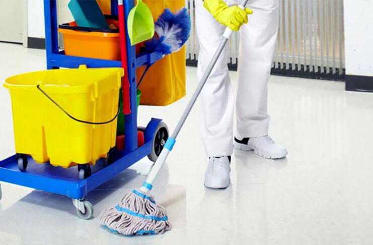 empleado de limpieza cleaning employee