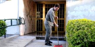 encargado de edificio conserje building manager janitor bidello amministratore di condominio concierge