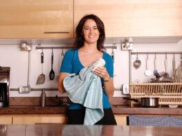 housekeeper ama de llaves empleada del hogar empleada domestica domestic maid house cleaning staff