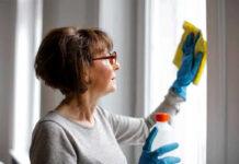 señora de limpieza cleaning lady