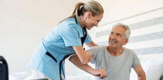 cuidadora de adulto mayor caregiver