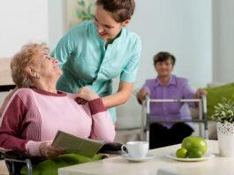 cuidadora de adulto mayores a domicilio caregiver