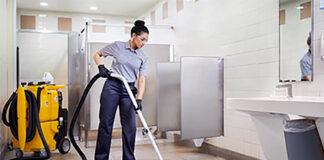 empleada de limpieza cleaning