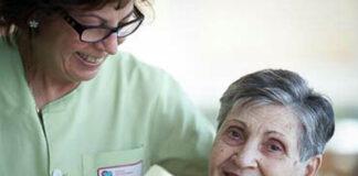 gerocultora cuidadora de adulta mayor cuidarora domiciliaria home care elderly caregiver geriatric staff
