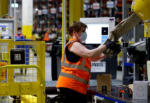 operarios de almacen warehouse