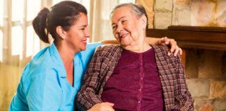 cuidadora de adulto mayor enfermera auxiliar de enfermería elderly caregiver nurse nursing assistant