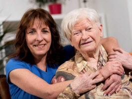 cuidadora domiciliaria elderly caregiver