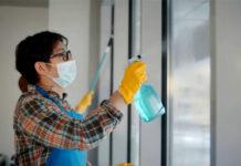 empleada de limpieza cleaning employee