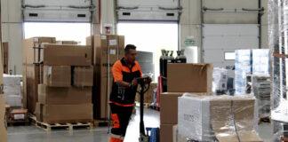 operario de almacen male staff empaque y carga y descarga mozo de almacen personal warehouse operator for deposit packing and loading and unloading